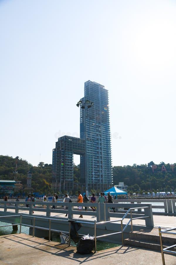 Moderner Stadthintergrund hohen Errichtens an Pattaya-Stadt Thailand lizenzfreies stockbild