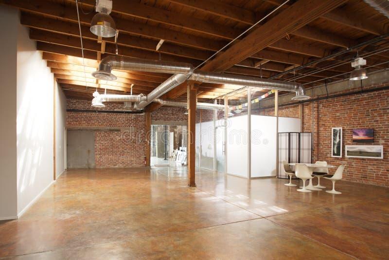 Moderner Studiodachboden lizenzfreies stockbild