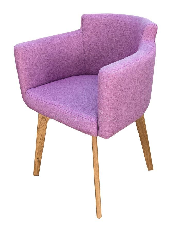 Moderner Stuhl der lila Veloure mit lokalisiertem weißem Hintergrund der Seitenansicht des Wingback lizenzfreies stockbild