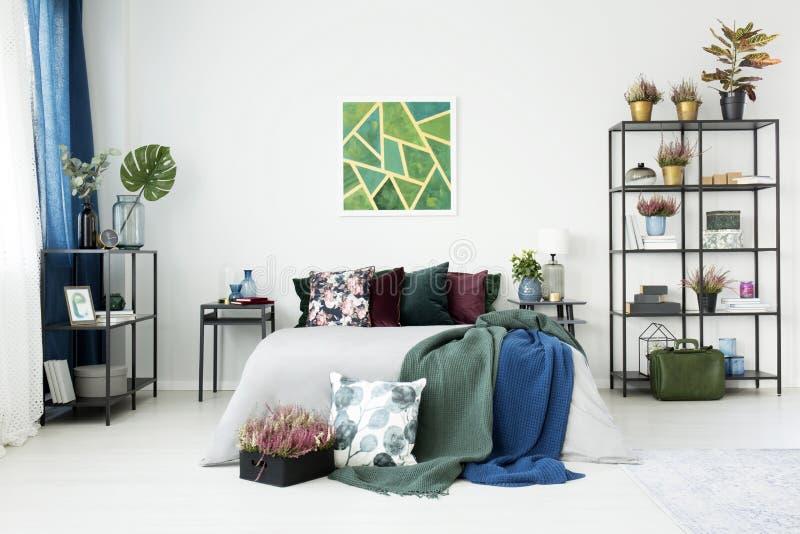 Moderner weißer Schlafzimmerinnenraum stockfotos