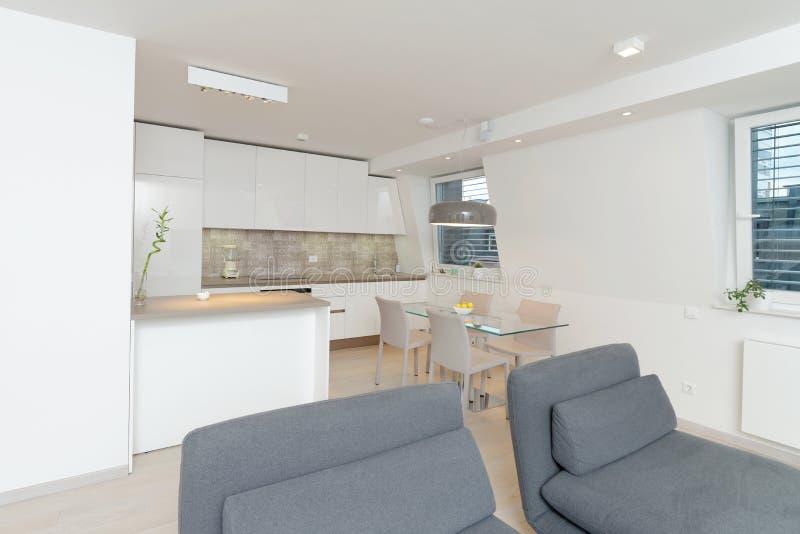Moderner Wohnzimmerinnenraum lizenzfreie stockfotos