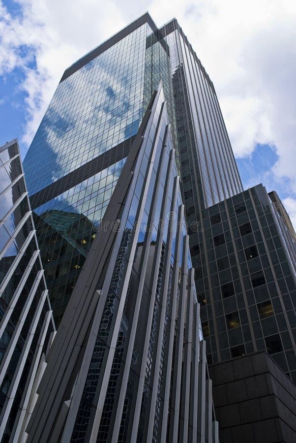 Moderner Wolkenkratzer lizenzfreies stockbild