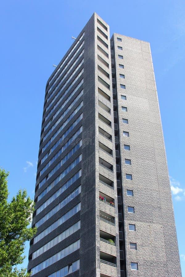 Moderner Wolkenkratzer bei KNSM-eiland (KNSM-Insel), Amsterdam lizenzfreie stockfotografie