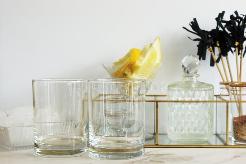 Modernes Abendessen und Cocktails lizenzfreie stockfotos