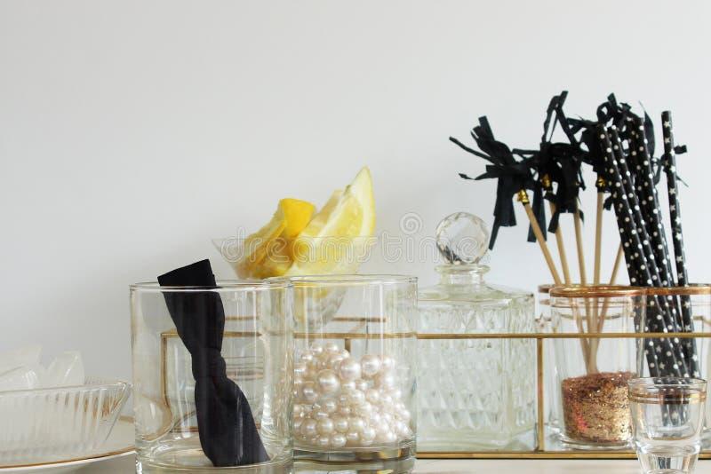Modernes Abendessen und Cocktails lizenzfreies stockbild