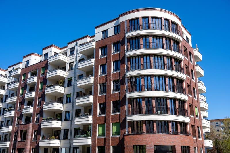 Modernes Appartementhaus lizenzfreies stockbild