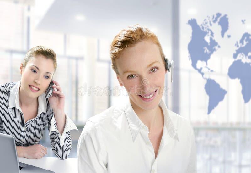 Download Modernes Büro, Schöne Geschäftsfrau Zwei Stockbild - Bild von mikrophon, korporativ: 9096299