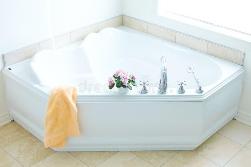Modernes Bad. Badezimmer stockbild