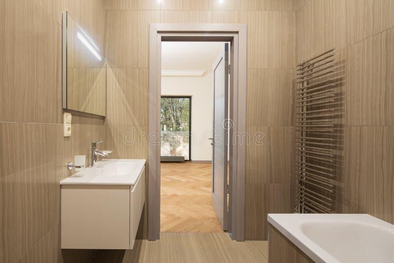 Modernes Badekurortbadezimmer stockbild