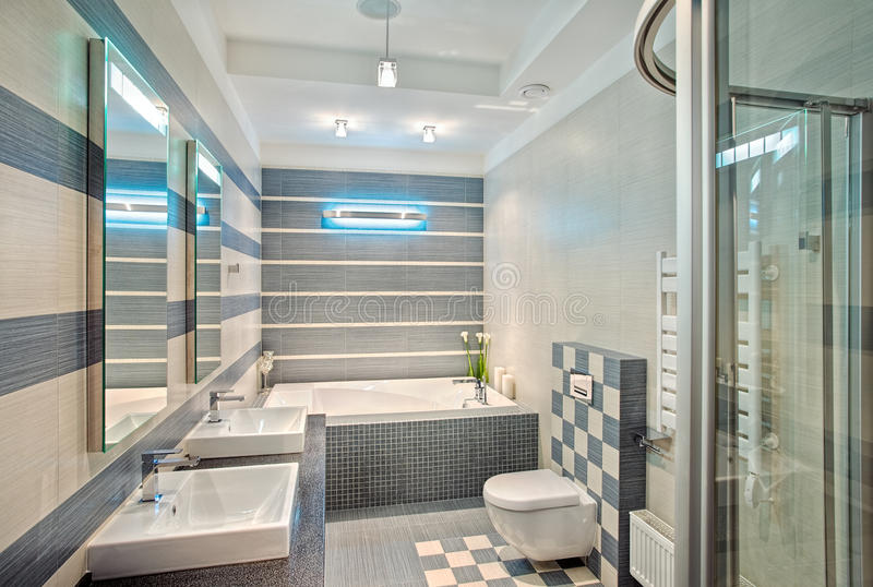Download Modernes Badezimmer In Den Blauen Und Grauen Tönen Mit Mosaik  Stockfoto   Bild Von Niemand