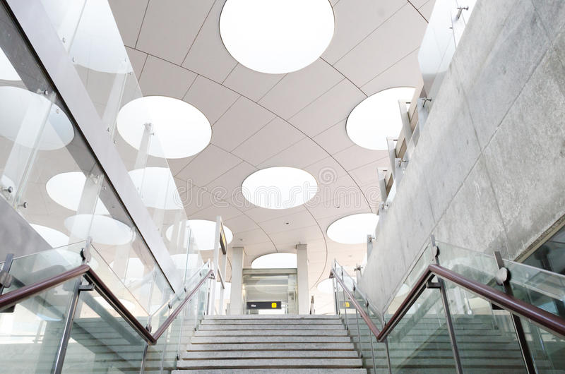 Modernes Dach und Treppe lizenzfreies stockbild