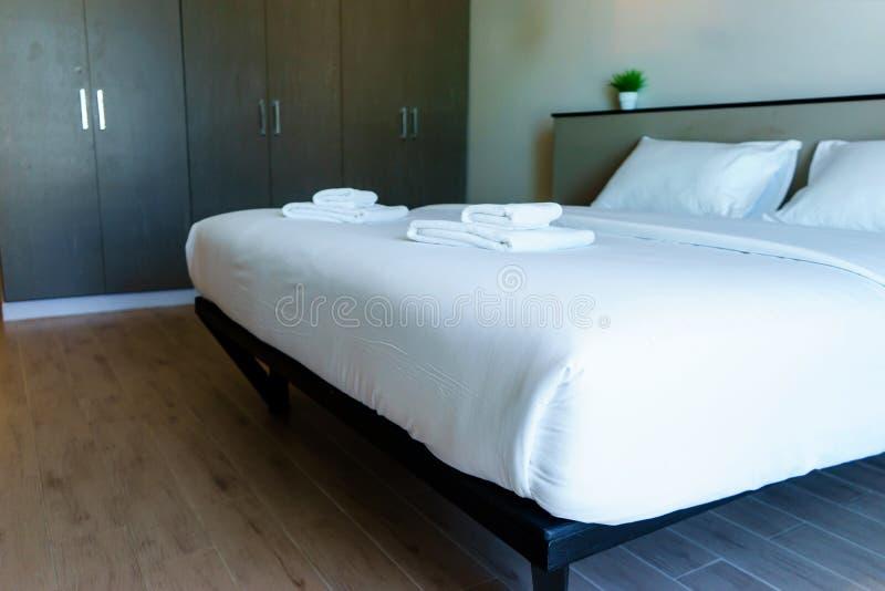 Modernes Design-schönes Schlafzimmer lizenzfreies stockfoto