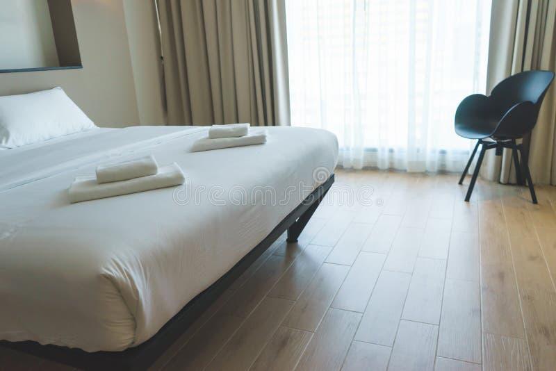 Modernes Design-schönes Schlafzimmer lizenzfreie stockfotografie