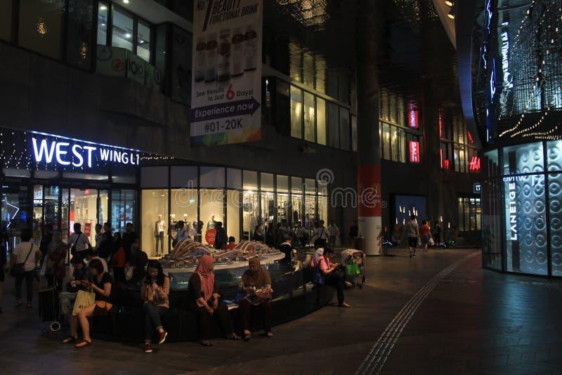 Modernes Einkaufszentrum in Singapur stockfotos