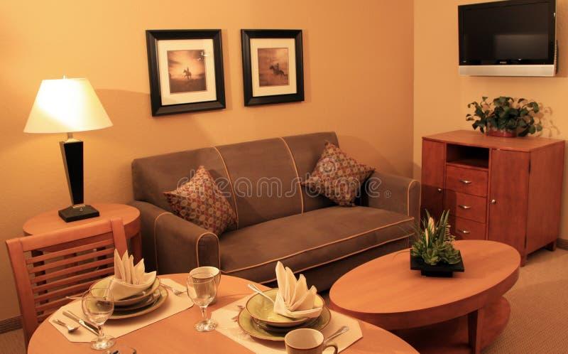 Modernes Ferienwohnzimmer stockfotos