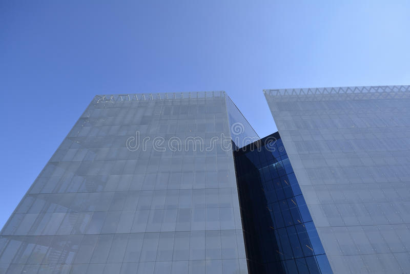 Modernes Gebäude im Glas stockfotografie