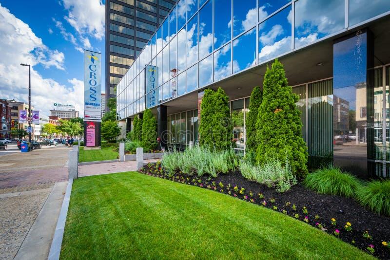 Modernes Gebäude in im Stadtzentrum gelegenem Manchester, New Hampshire lizenzfreies stockfoto