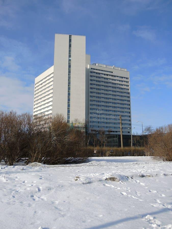Modernes Gebäude in Murmansk, Russland lizenzfreies stockbild