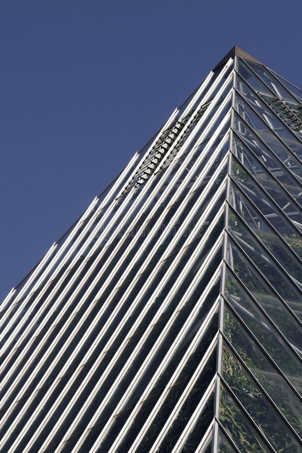Modernes Gebäude - Pyramide lizenzfreie stockfotografie