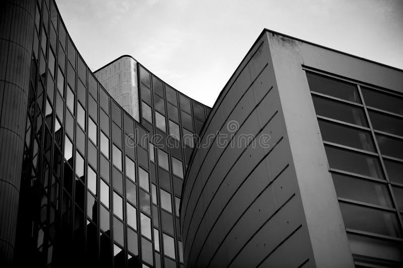 Modernes Gebäudedetail in Schwarzweiss lizenzfreies stockfoto