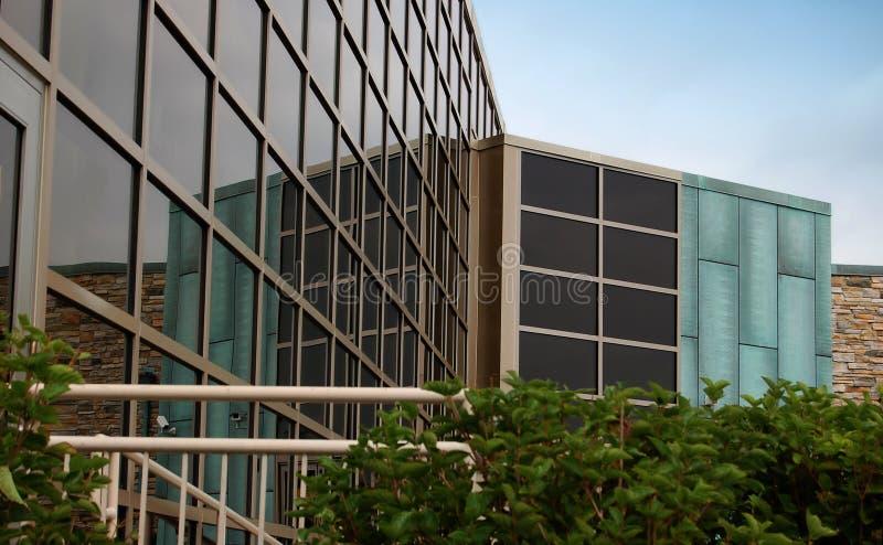 Modernes Glasbürohaus lizenzfreies stockfoto