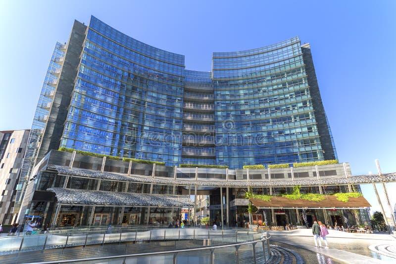 Modernes glasig-glänzendes Bürogebäude, Geschäftsgebiet, Porta Nuova, Marktplatz Gael Aulenti, Mailand, Italien lizenzfreie stockfotos