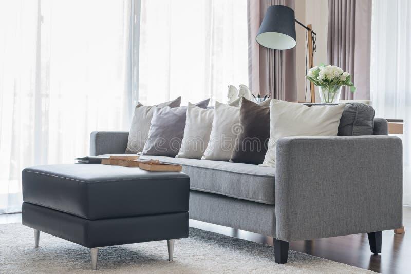 Schwarze Couch Kissen