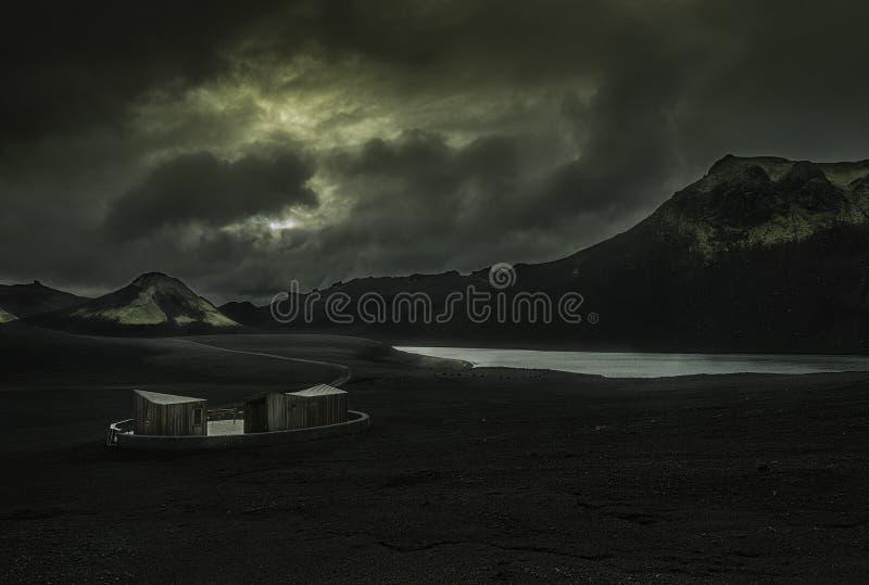 Modernes Häuschen in Island stockfotos