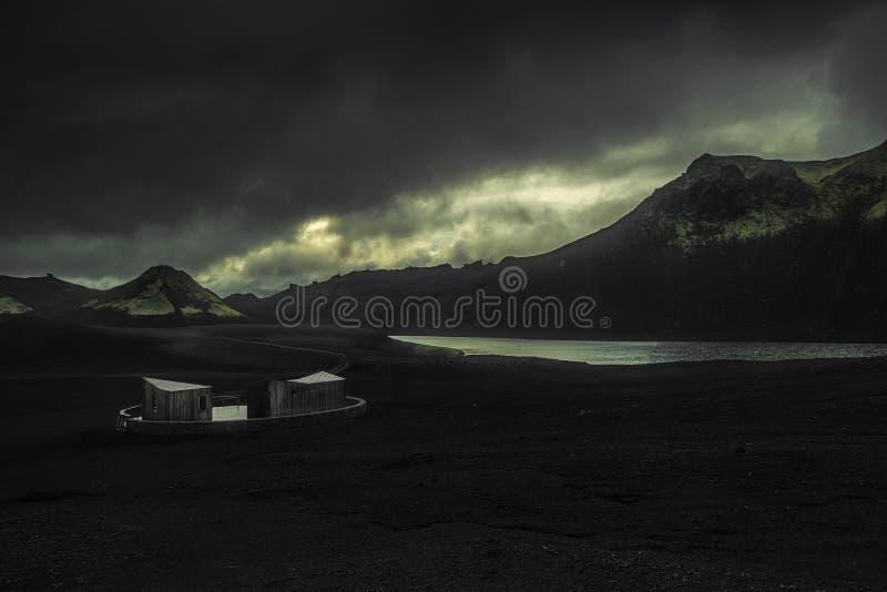 Modernes Häuschen in Island stockbild