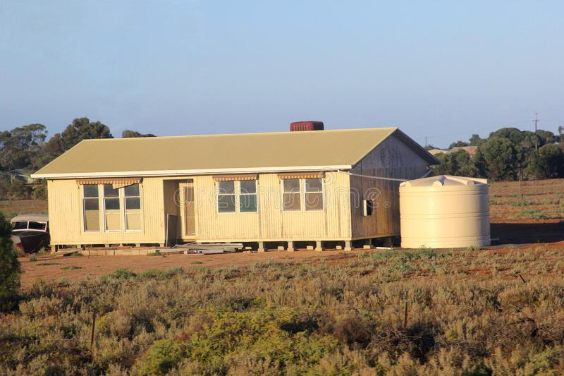 Modernes hölzernes Häuschen am Grasland, Süd-Australi stockfotografie