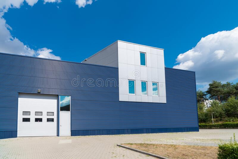 Modernes Industriegebäude stockfotos