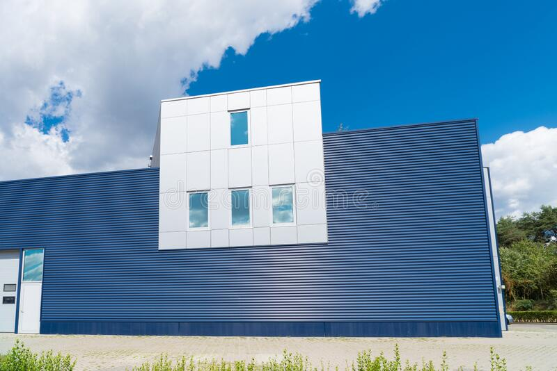Modernes Industriegebäude lizenzfreie stockfotografie