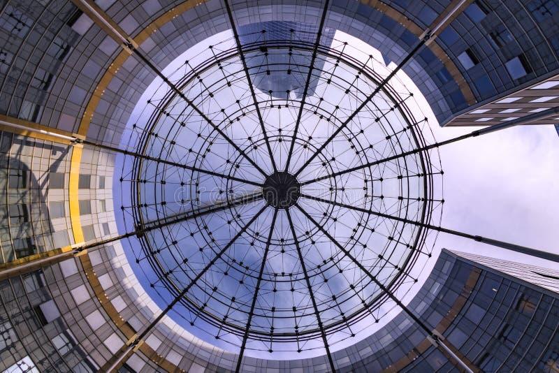 Modernes Kreisgebäude stockbilder