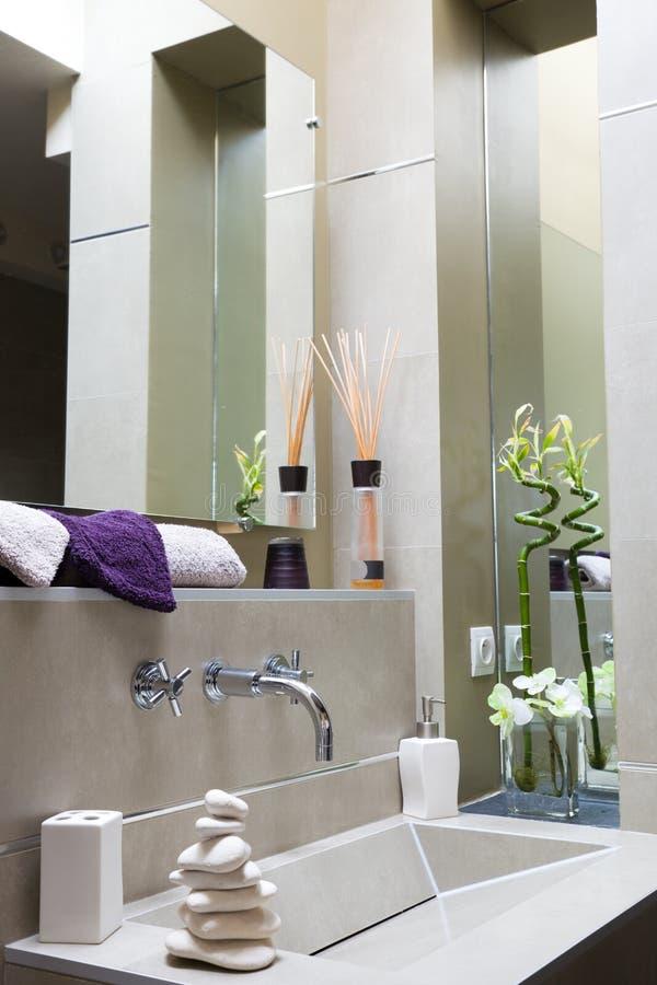 Modernes luxuriöses Badezimmer lizenzfreie stockfotografie