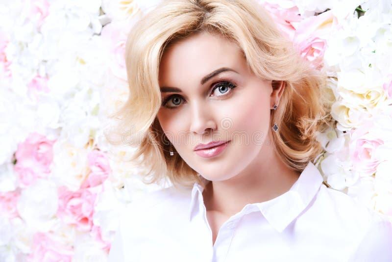 Modernes Make-up lizenzfreie stockbilder
