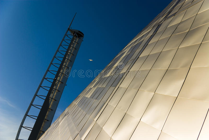 Modernes metallisches Gebäude lizenzfreie stockfotografie
