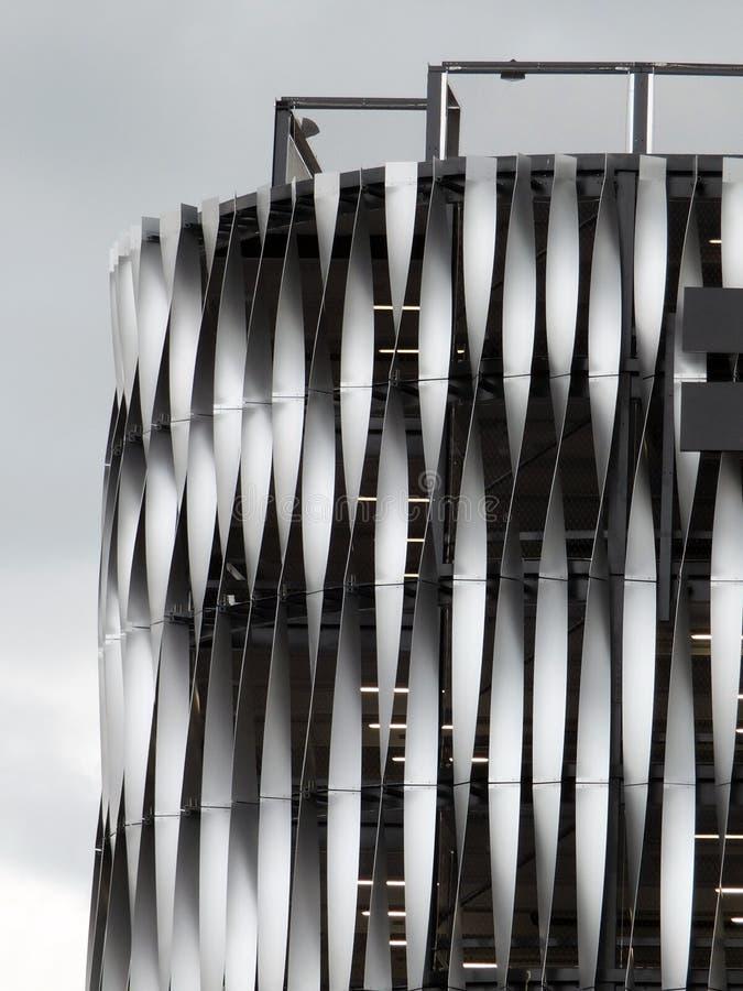 Modernes metallisches Stahlgebäude stockfotos