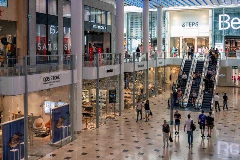 Modernes neues niederländisches Inneneinkaufszentrum Hoog Catharijne von Utrecht stockfotos