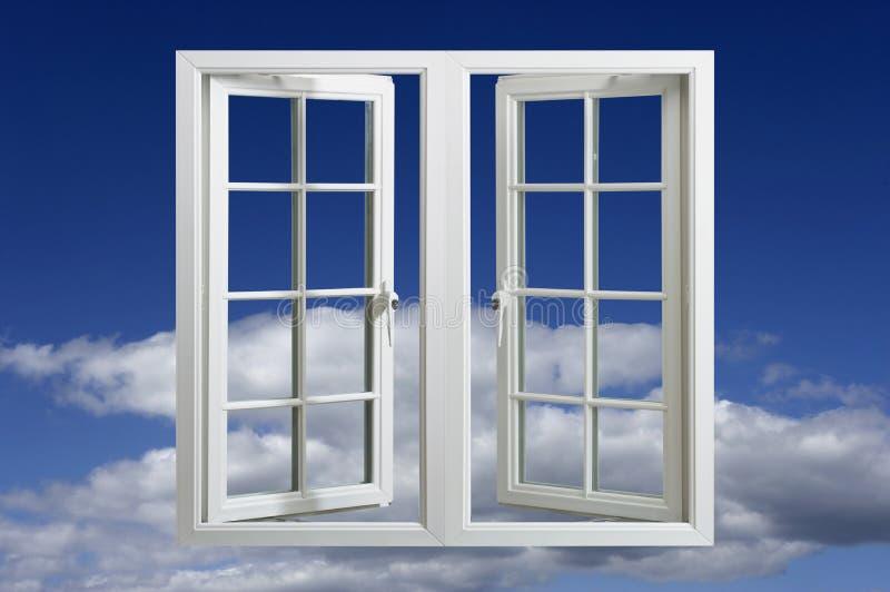Modernes Plastikbelüftungs-Fenster, das in blauen Himmel schwimmt lizenzfreie stockbilder