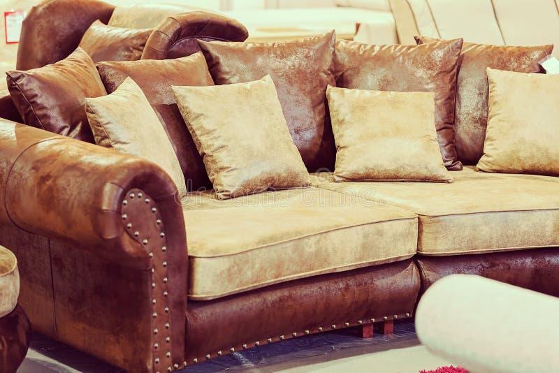 Modernes Sofa lizenzfreie stockfotos