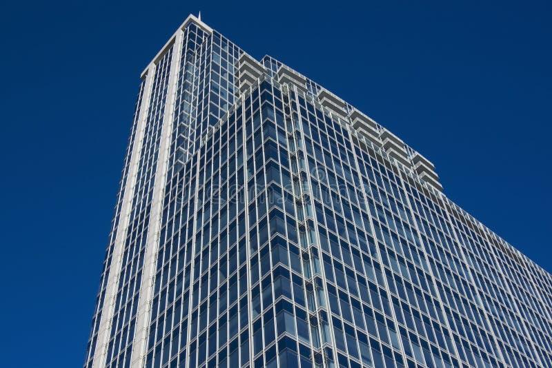 Modernes Stahl- und Glasgebäude stockfoto