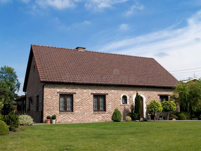 Modernes Vorstadthaus. stockfotos