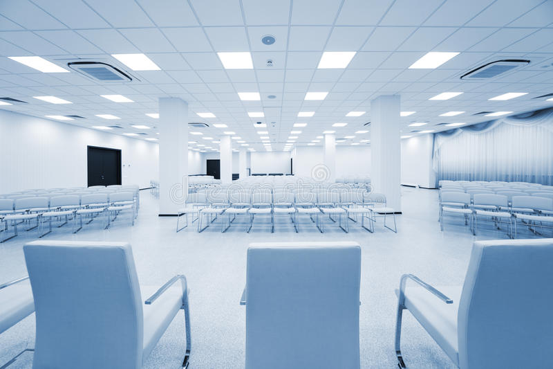 Modernes weißes Auditorium stockfoto