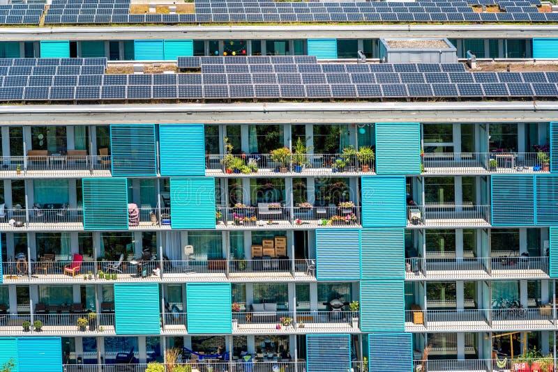 Modernes Wohngebäude in Zürich stockfotos