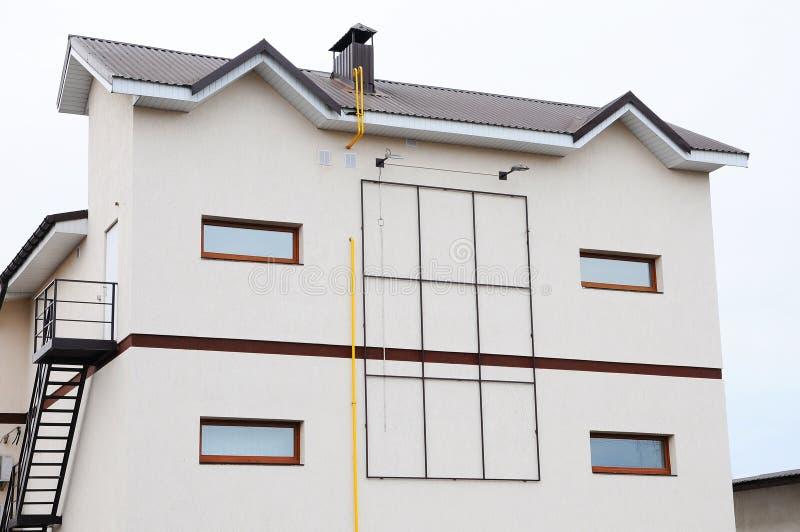 modernes wohnungshaus kamin auf dem dach koaxialrohr heizsystem haus einzelnes heizsystem. Black Bedroom Furniture Sets. Home Design Ideas