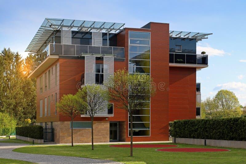 Modernes Wohnwohngebäude stockfoto