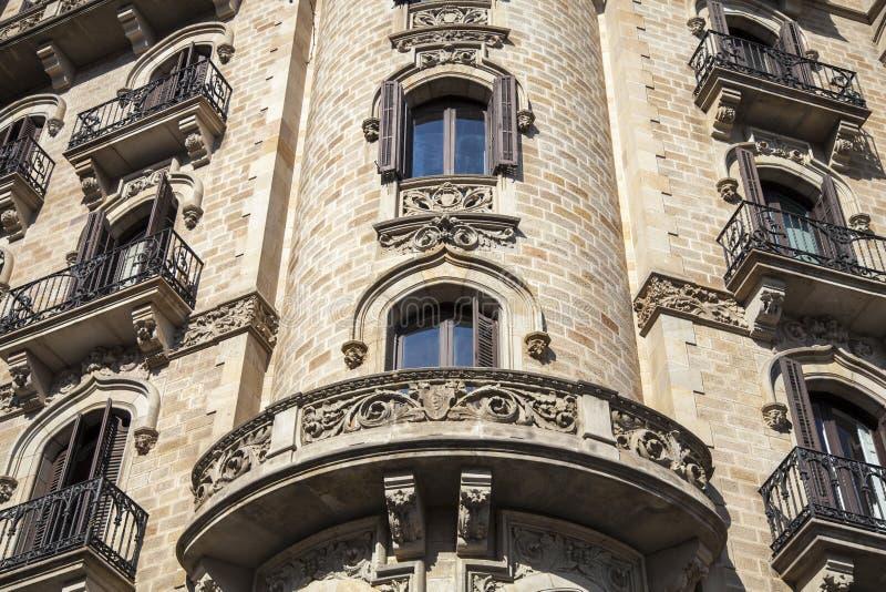 Modernismbyggnad i den Paseo de Gracia avenyn i Barcelona fotografering för bildbyråer