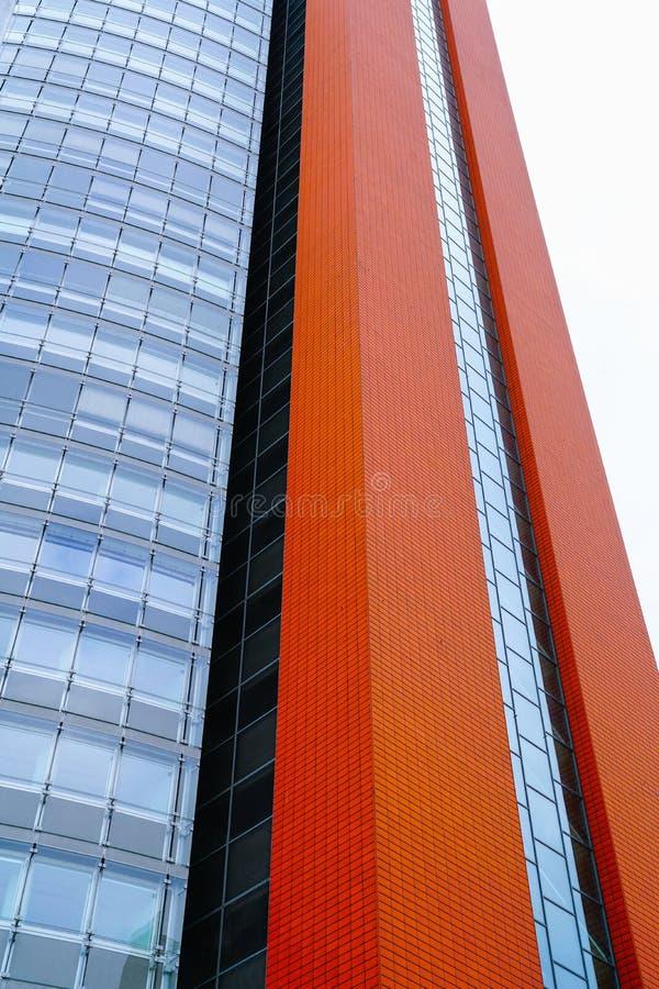 Modernist architectuur in hoge stijgingsbureau en flat buildin stock foto's