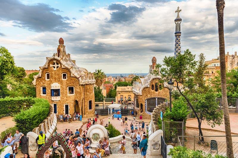 Modernist gebouwen in Park Guell, Barcelona, Catalonië, Spanje stock foto
