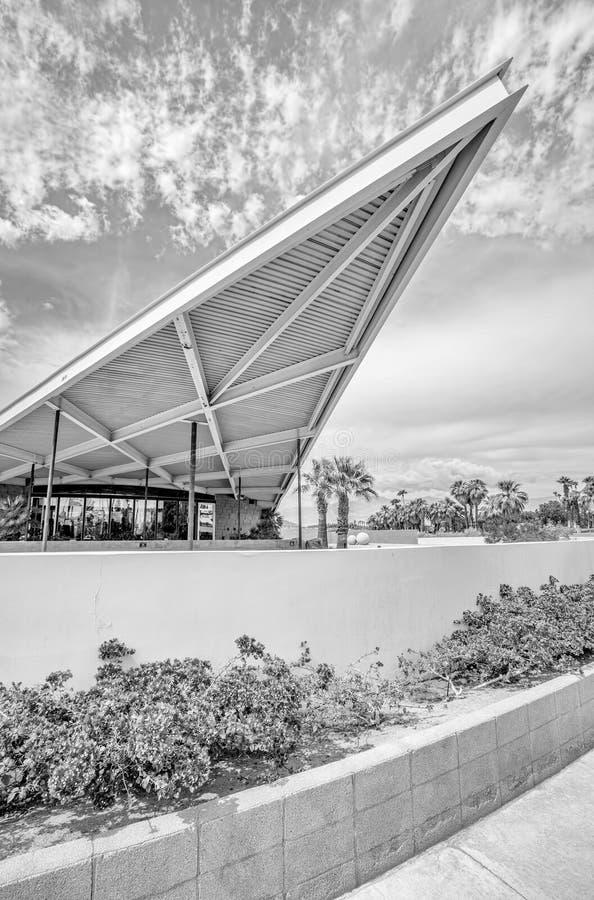 Modernistycznego projekta Historyczna Tramwajarska Benzynowa stacja w palm springs fotografia royalty free